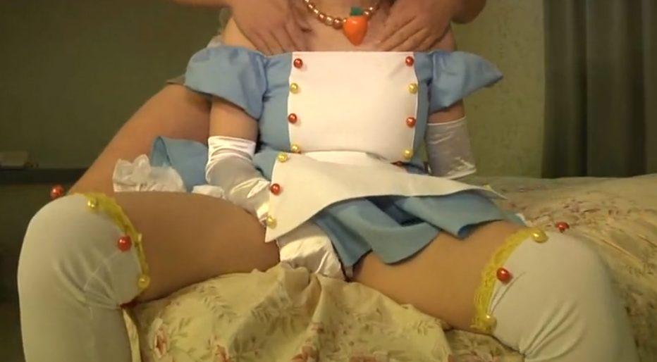 .jpg - 【激やば!!】爆乳アイドルコスプレをした美少女をカメコのおっさんがホテルへ持ち帰り生ハメ中出しセックス!!