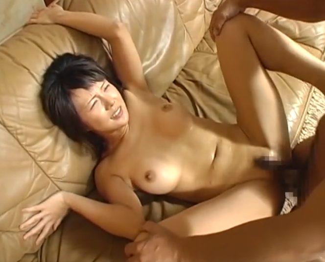 2 - 【美人妻】『やめて…ください…』素人美乳奥様が見知らぬおっさんに寝取られレイプされ身体を穢される!!