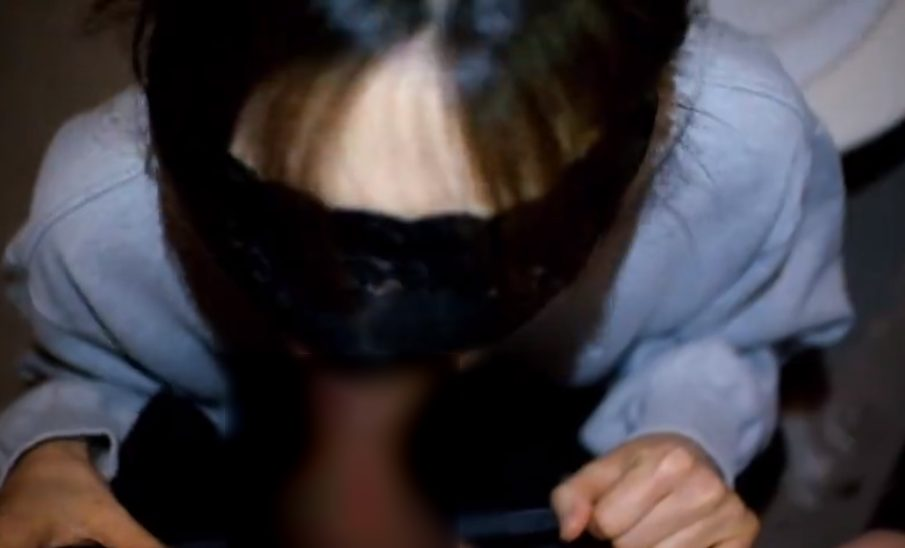 2021 05 07T142645.177 - 【変態美人妻 無修正 目隠し】ドMな奥様をトイレに連れ込み目隠しして勃起チンコを舐めて感度上昇中♡ぎこちない手コキフェラで白濁精液を大量顔射!!!
